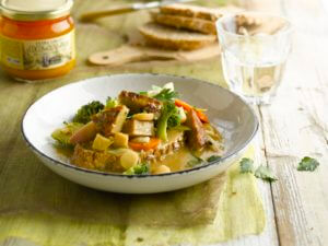 Vegetarian stew by meat substitutes