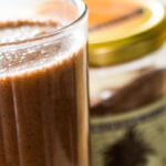 Shake protéiné au chocolat et lait de riz à base de cacao pur, sucre de fleur de noix de coco et  protéines de seitan