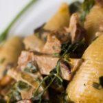 Dinkel-Nudeln mit Seitan und Pfifferling mit einer Sauce aus Weißwein