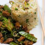 Teriyaki seitan recette avec du riz et des pois
