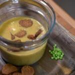 Faire soi-même des saucisses végétaliennes super riches en protéines pour la soupe de petits pois