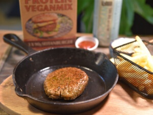 recipe for homemade vegan burger with French fries with the instant protein vegan mix from Bertyn