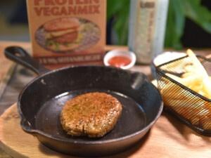 Rezept für Ihren eigenen veganen Burger mit Pommes mit dem Instant-Eiweiß-Veganmix von Seitan von Bertyn