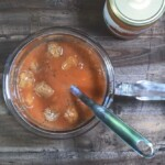 Recipe for the finest tomato soup with vegan balls